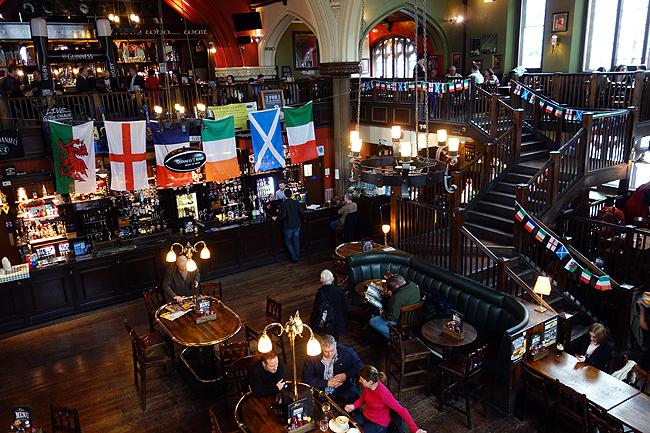 irish-pub-in-london-oneills-muswell-hill-church-ghost-chilli