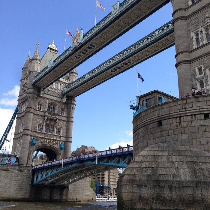 speed-boat-tour-city-cruises-london-thamesrush-thamesjet-go-pro