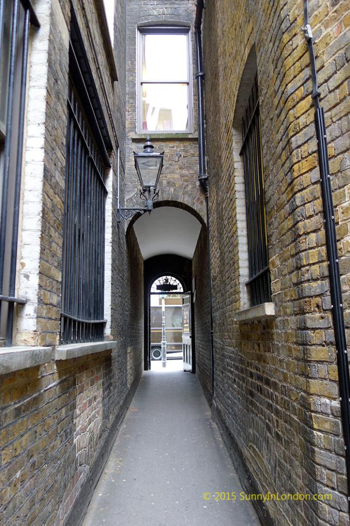 london-pub-crawl-ye-olde-mitre-city (3)