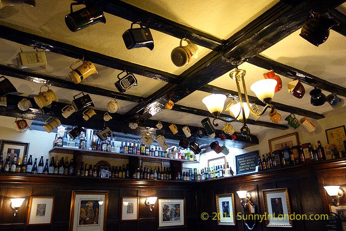 london-pub-crawl-ye-olde-mitre-city