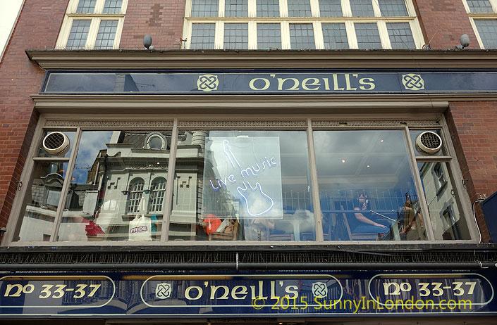 irish-pubs-in-london-piccadilly-circus-pub-crawl-oneills-soho-wardour-street