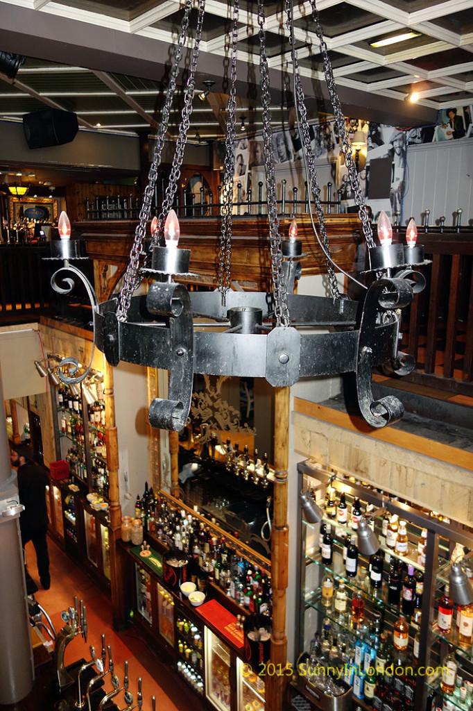 irish-pubs-in-london-piccadilly-circus-pub-crawl-oneills-soho-wardour-street-pub-crawl