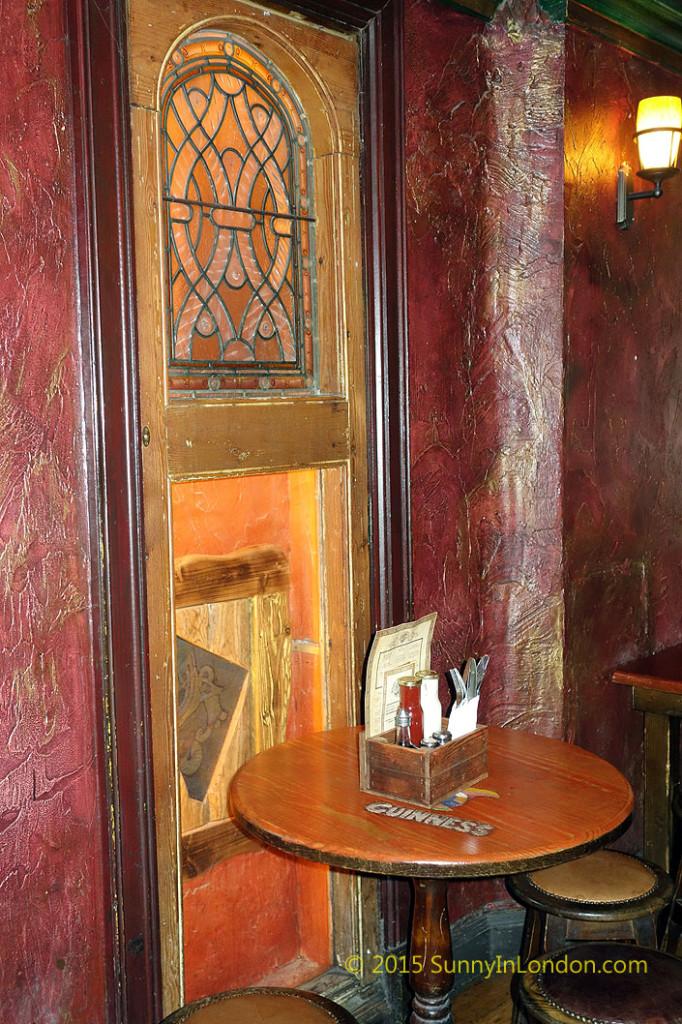 irish-pubs-in-london-piccadilly-circus-pub-crawl-waxy-oconnors-pub-crawl