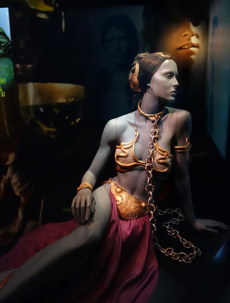 visiting-london-star-wars-exhibit-princess-leia-bikini