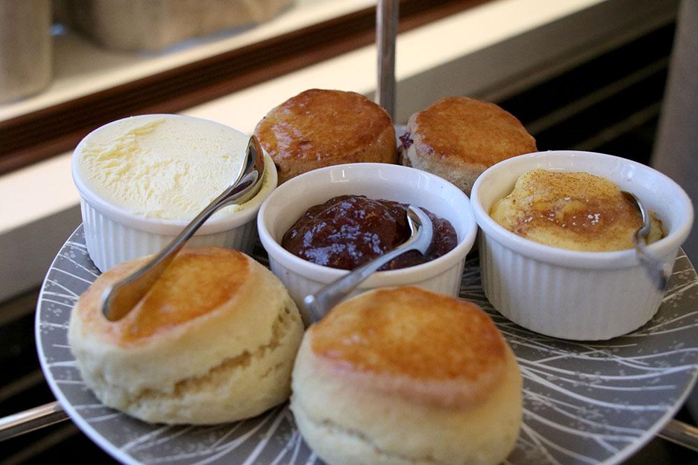 festive-afternoon-tea-intercontinental-park-lane-london-scones