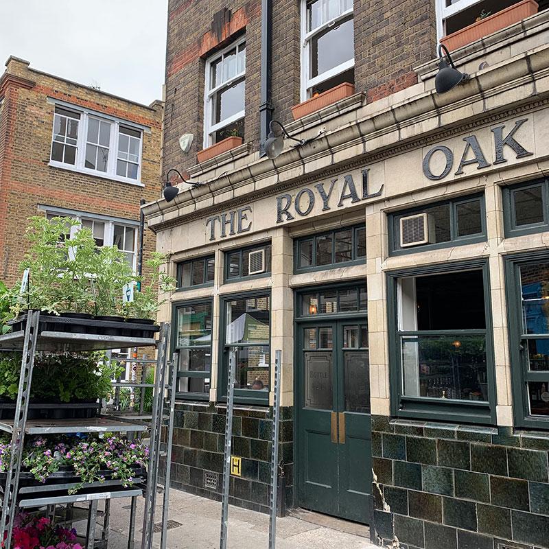 Columbia-Road-flower-market-guide-to-london-sunnyinlondon-royal-oak-pub